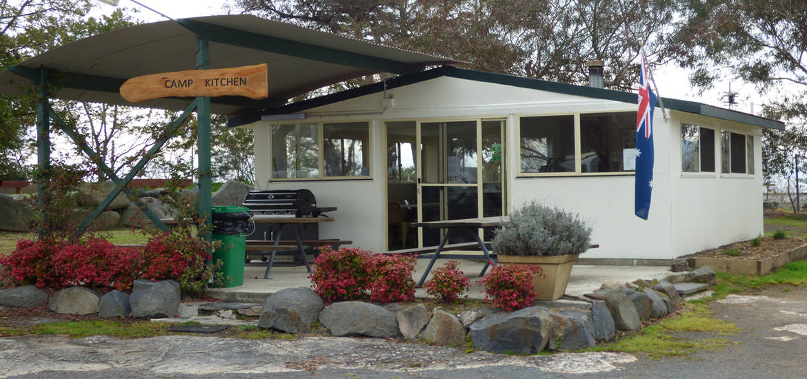 Camp kitchen at Tenterfield Lodge Caravan Park